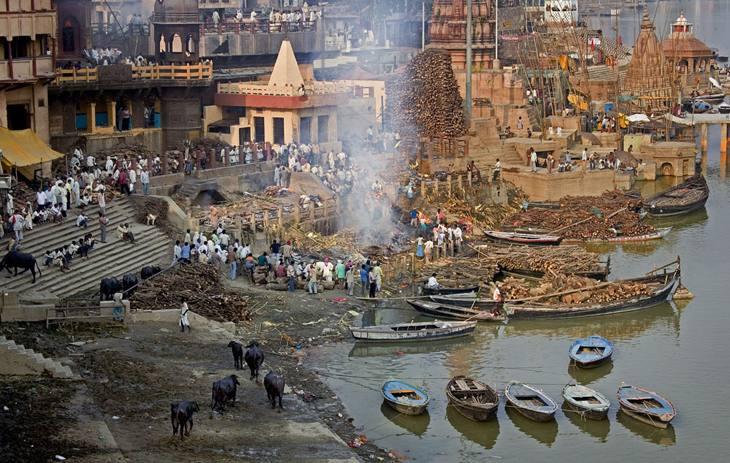 Manikarnika ghat, Varanasi, 2005.