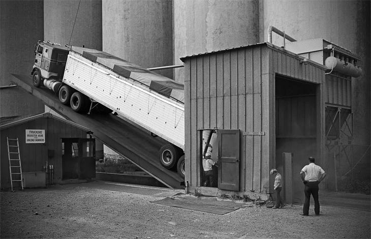 Emptying a load of wheat, Minneapolis, 1979.