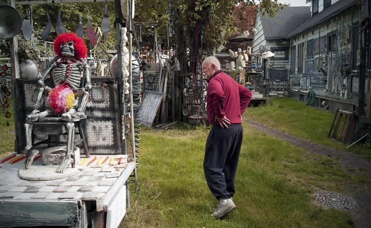"""""""Rich Art,"""" in his yard, Centralia, Washington, 2007."""