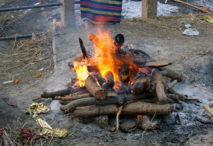Funeral pyre, Manikarnika ghat, Varanasi, 2005.