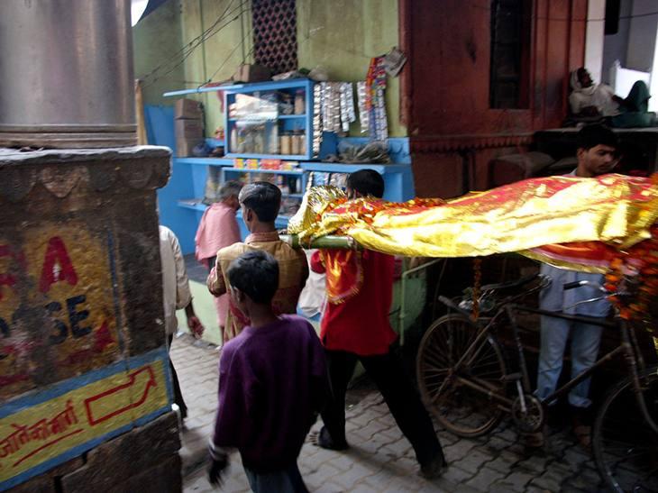 Body being carried to Manikarnika ghat for cremation, Varanasi, 2005.