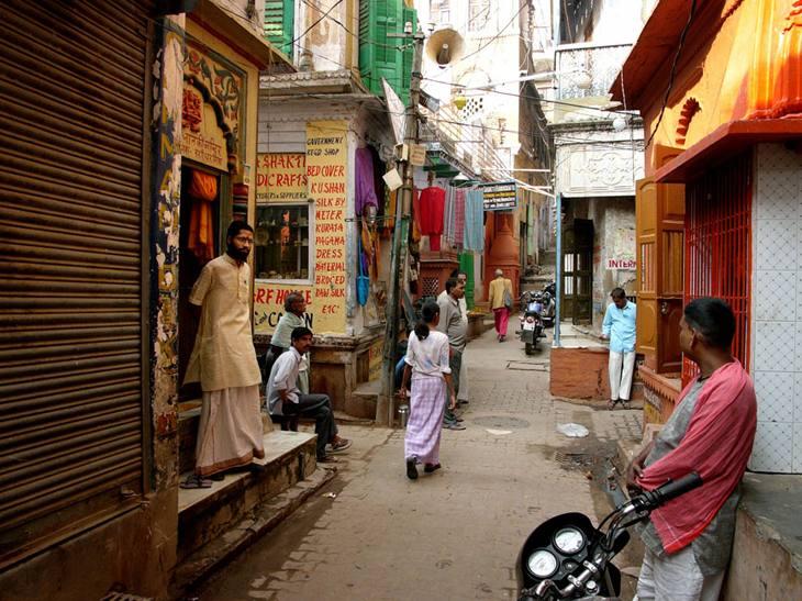 Alley near Manikarnika ghat, Varanasi, 2005.