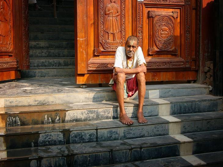 Outside a temple, Manikarnika ghat, 2005.
