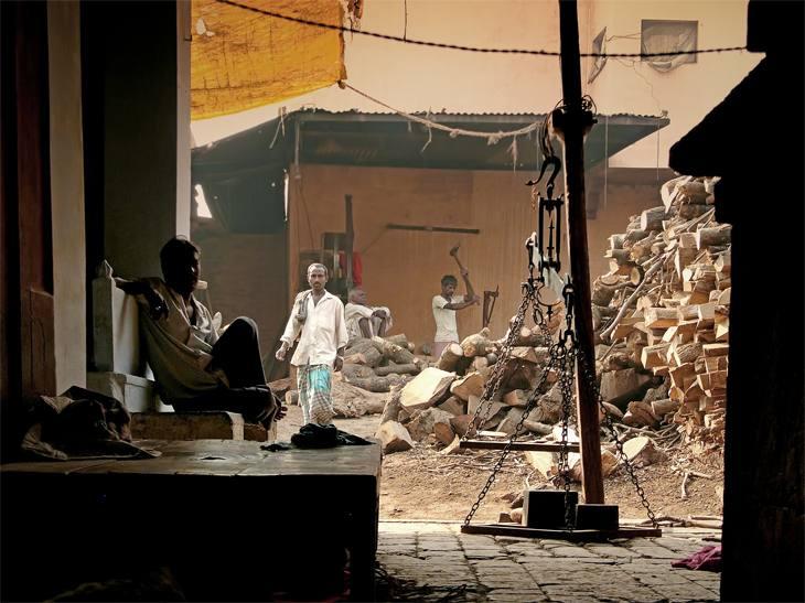 Chopping wood for funeral pyres, Varanasi, India, 2005.