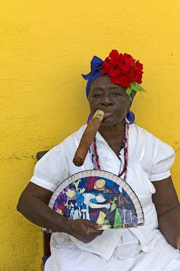 Posing for tourists, Habana Vieja.