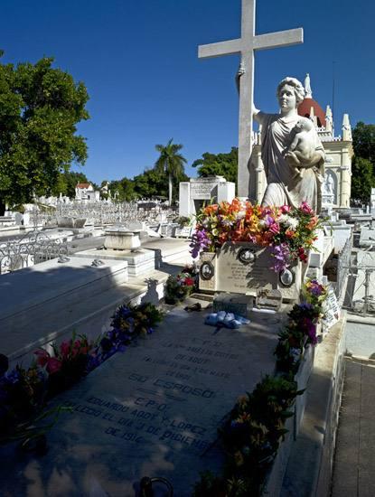 """Tomb of Amelia Goyri de la Hoz, """"La Milagrosa"""", Cemeterio Colon, Vedado, Havana."""