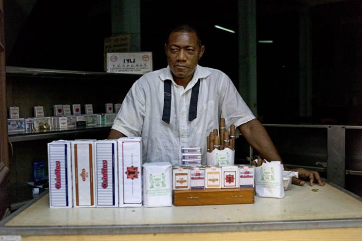Tobacco seller, Habana Vieja.