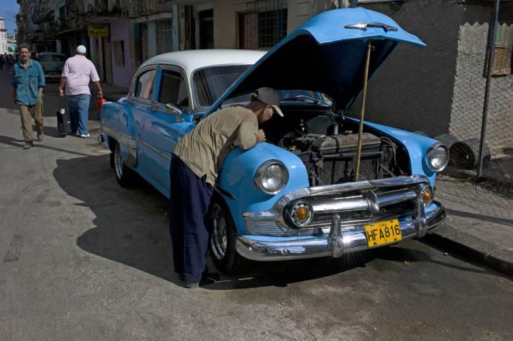 Ancient Chevrolet, Centro, Havana.
